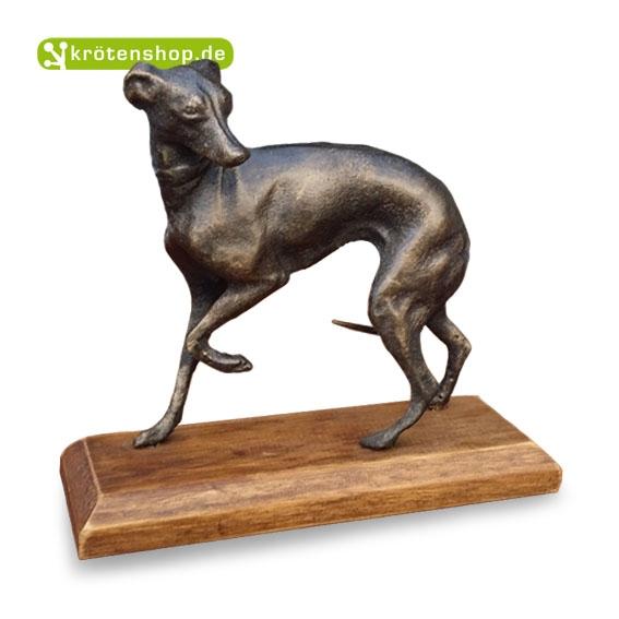 Windhund auf Holzsockel